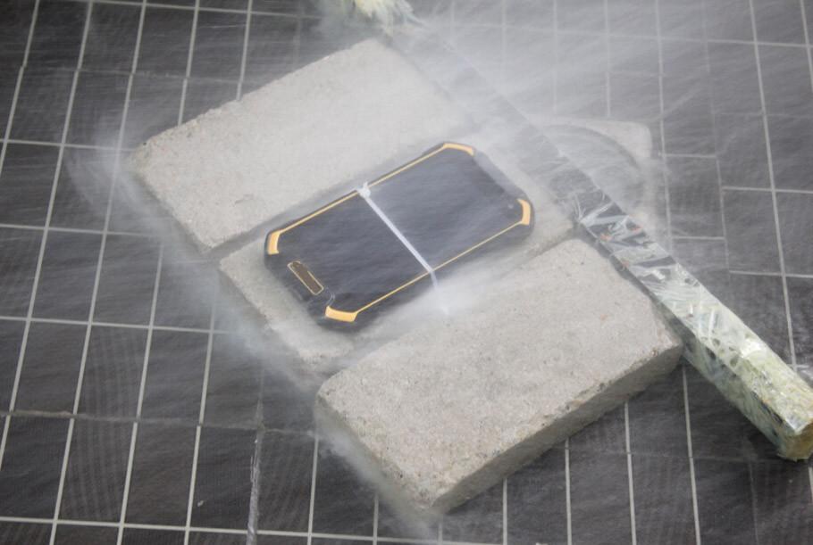 4.7 inch Durable Smartphone BV6000 under waterproof test